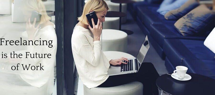 Freelancer on her laptop at a cafe